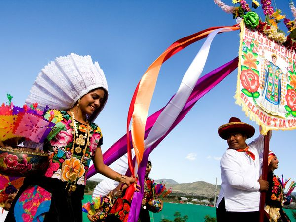 Momento di celebrazione a Juchitan, immagine tratta da travel.nationalgeographic.com